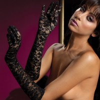 Перчатки из черного цветочного гипюра